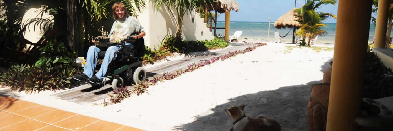 Mahahual Hotel Restaurant Maya Luna. Wheelcahir accesible bungalow