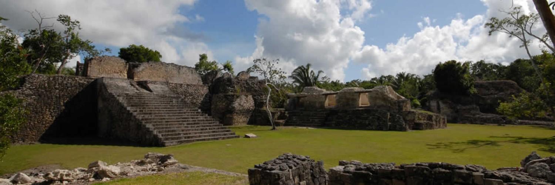 Maya temples cerca de Hotel Maya Luna Mahahual.