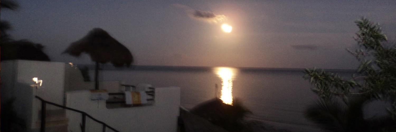 Full moon at Hotel Restaurant Maya Luna