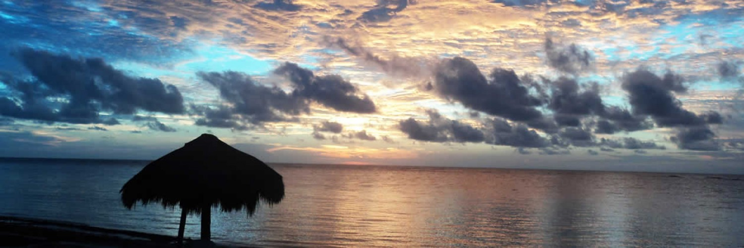 Mahahual Hotel Restaurant Maya Luna. Another beautiful sunrise