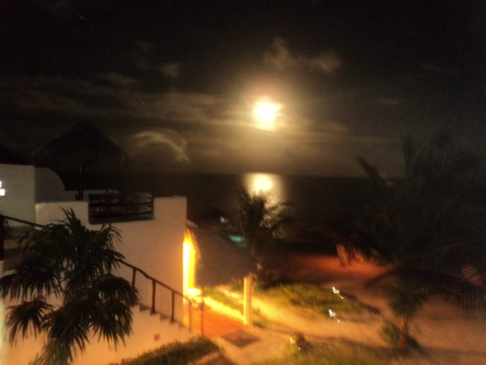 Eco Hotel Restaurant Maya Luna Mahahual. Full Moon rising out of the ocean