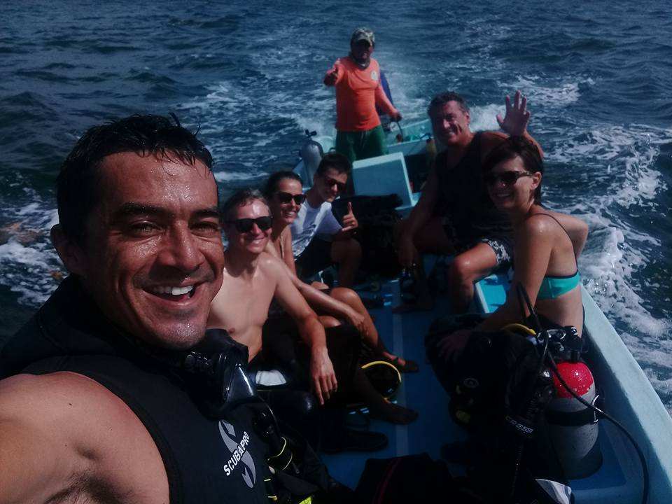 Eco Hotel Restaurant Maya Luna. Dive & Adventure. On their way to Chinchorro bank