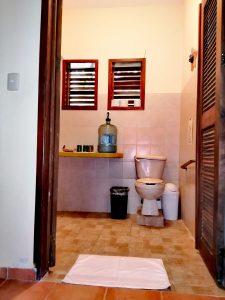 Eco Hotel Restaurant Maya Luna Mahahual bungalow para familia baño