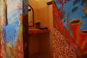 Hotel Restaurant Maya Luna Mahahual bungalow chinchorro entrada a la ducha