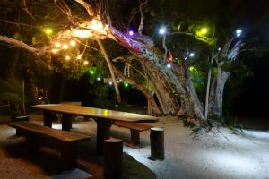 Eco Hotel Restaurant Maya Luna Mahahual. Beach garden dinner table