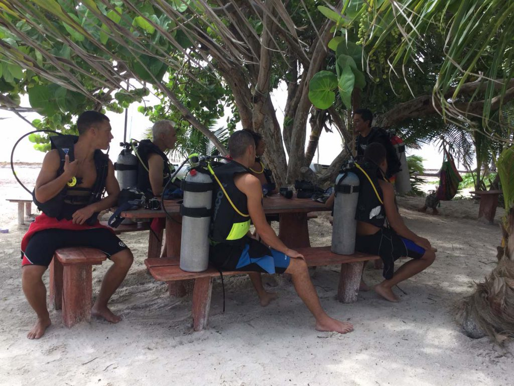 Taking a dive course with Dive and Adventure at the beach of Hotel Maya Luna